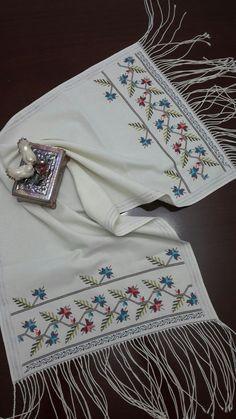 Mini Cross Stitch, Cross Stitch Heart, Bargello, Hand Embroidery Designs, Baby Knitting Patterns, Handicraft, Cross Stitch Patterns, Sewing Projects, Crafts