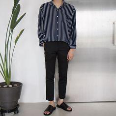 Slimming Fashion Tips .Slimming Fashion Tips Unisex Fashion, Boy Fashion, Fashion Looks, Fashion Outfits, Mens Fashion, Modest Fashion, Korean Fashion Men, Fashion Tips For Women, Traje A Rigor