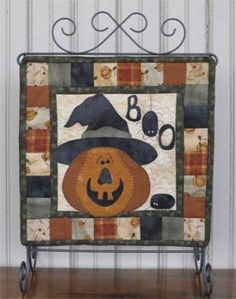 The Wooden Bear Quilt Designs: October Scare - adorable little pumpkin quilt!