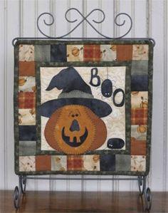 The Wooden Bear Quilt Designs: October Scare - adorable little pumpkin quilt!