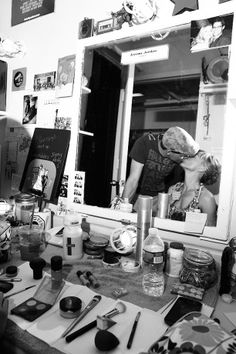 Jeremy Jordan and fiancee Ashley Spencer share a kiss in his Newsies dressing room.