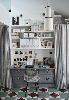 A Tiny Paris Apartment with Big Stylele bureau  le bureau qui est suffisamment profond