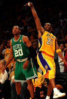 Kobe Bryant killin Ray Allen as usual Kobe Bryant 8, Kobe Bryant Family, Bryant Lakers, I Love Basketball, Basketball Legends, Basketball Players, Showtime Lakers, Kobe Mamba, Kobe Bryant Pictures