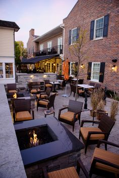 Summer patio with Treadwell Farm to Table Cuisine 124 on Queen Hotel & Spa (Niagara on the lake, Ontario)