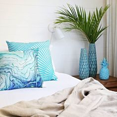 This Thursday Louise from @villastyling will be taking over our Instagram page while she transforms a plain bedroom into a Mid Century / Beachy Boudoir. She will be sharing tips on choosing the right homewares how to dress a bed & how to get her signature look. Plus we will be giving away a $1000 gift card to help transform your own bedroom.