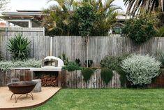 95 Inspiring Small Courtyard Garden Design Ideas - New ideas Australian Garden Design, Australian Native Garden, House Landscape, Garden Landscape Design, Backyard Vegetable Gardens, Outdoor Gardens, Herb Garden, Coastal Gardens, Outdoor Landscaping