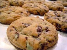 Check it out: Andes Chocolate Chip Cookies. Andes mints and chocolate chips? Köstliche Desserts, Delicious Desserts, Dessert Recipes, Yummy Food, Andes Mint Cookies, Mint Chocolate Chip Cookies, Andes Mint Chocolate, Cupcake Cookies, Cupcakes