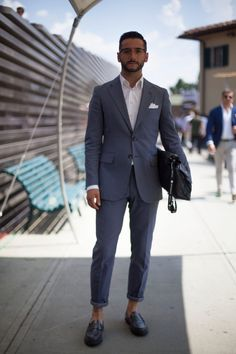 Pitti Uomo Summer Florence - Italian street style all about the fit gents Mens Fashion Blog, Best Mens Fashion, Look Fashion, Fashion Suits, Male Fashion, Fashion Styles, Mode Man, Casual Chique, Look Formal