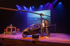 De opening van de Top 100 is spectaculair: Dolf Janssen komt het podium op in een gyrocopter: een kruising tussen een auto en helikopter. Deze innovatie van Nederlandse bodem is een van de voorbeelden die laat zien wat Nederlandse ondernemers in hun mars hebben.