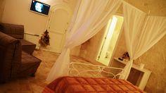 Suite nei Sassi di Matera, camera in grotta. www.hotelcasalnuovo-matera.it