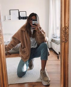 cute outfits for winter \ cute outfits ; cute outfits for school ; cute outfits with leggings ; cute outfits for winter ; cute outfits for women ; cute outfits for school for highschool ; cute outfits for spring Outfits Nachstylen, Jeans Outfit Winter, Winter Outfits For School, Casual Winter Outfits, Winter Fashion Outfits, Cold Spring Outfit, Outfit Summer, Fall Jeans, Summer Jeans