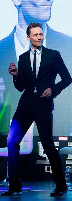 Tom Hiddleston dancing in Korea (https://i.imgbox.com/aZmsNpWG.jpg ) #SuitPornSunday