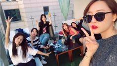 """#김재경 #JaeKyung #고우리 #WooRi #조현영 #HyunYoung #김지숙 #JiSook #노을 #NoEul #오승아 #SeungA #정윤혜 #YoonHye #레인보우 #Rainbow 170522 An Article said Rainbow members showed off their unchanging friendship even after they disbanded. """"완전체, 윤혜만 없어""""....레인보우, 해체 후에도 절대 우정"""