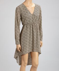 This frock flatters with a form-fitting waistline and surplice neckline. A posh print and hi-low hem easily transition from one season to the next, while a hint of stretch lends to all-day comfort.