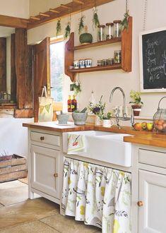 Cottage Kitchens, Farmhouse Kitchen Decor, Kitchen Redo, Home Decor Kitchen, Country Kitchen, Kitchen Interior, New Kitchen, Home Kitchens, Rustic Chic Kitchen