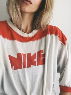 Women's Outfits : Vintage Nike shirt. Via Mija Sweatshirt Outfit, T Shirt, Nike Shirt, Nike Pants, Vogue, Looks Style, Style Me, Retro Style, Vintage Outfits