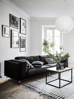 Having small living room can be one of all your problem about decoration home. To solve that, you will create the illusion of a larger space and painting your small living room with bright colors c… White Living Room Chairs, Living Room Green, My Living Room, Black And White Living Room Decor, White Room Decor, Black And White Interior, Black Decor, Living Furniture, White Furniture