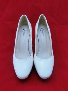 Sapato de festa branco, acesse www.blacksuitdress.com.br #sapatodefesta #sapatofeminino #casamento #moda #blacksuitdress