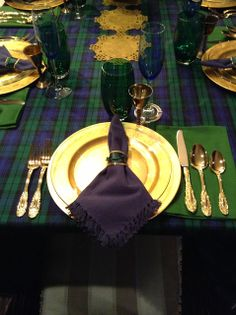 Traditional Ireland colors for Saint Patrick's Day: Tartan, Green, Navy, and Gold! Well suited for an evening gathering. Saint Patrick's Day Table idea