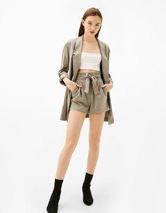 Tailoring kratke hlače s remenom - Kratke hlače - Bershka Hrvatska