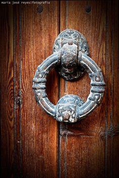 Serie puertas . . . . . . . . . . . . . . . . . . . . Fotógrafa: María José Reyes
