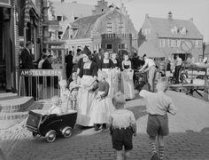 12-11-11  Dutch Pedestrians. 1940-60