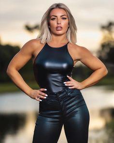 Wrestling Stars, Wrestling Divas, Women's Wrestling, Mandy Rose Instagram, V Instagram, Wwe Female Wrestlers, Wwe Girls, Military Women, Wwe Womens