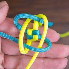 Schlüsselanhänger Key holder Paracord parachute Schlüssel Ties J. Paracord Tutorial, Bracelet Tutorial, Macrame Tutorial, Parachute Cord Bracelets, Parachute Cord Crafts, Macrame Rings, Macrame Knots, Micro Macrame, Diy Macrame Wall Hanging