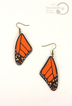 AMANDINE recycled CD earrings | Orange and black Monarch butterfly wings | Jewelry by Savousepate - pinned by pin4etsy.com #handmade #recycling #upcycling