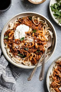 This quick and easy weeknight Instant Pot beef ragu is made using a jar of marinara to develop rich flavors. Pot roast shreds into a comforting pasta sauce that tastes like it took hours to make! Serve over pasta, polenta, or even a baked potato. Pastas Recipes, Beef Recipes, Easy Family Dinners, Easy Meals, Pressure Cooker Recipes, How To Cook Pasta, Pasta Dishes, Food Inspiration, Italian Recipes