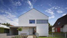 Finde Bau- und Einrichtungsprojekte von Experten für Ideen & Inspiration. Wohnhaus H Mainz von Marcus Hofbauer Architekt | homify