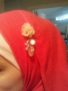 cute diy hijab pin from fave necklace