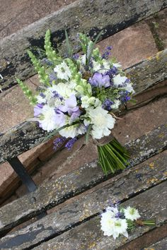 Country style wedding flowers, antirrhinum, white dahlia, scabiosa, nigella and fresh lavender, bridal bouquet finished with burlap ribbon by www.floral-elements.co.uk