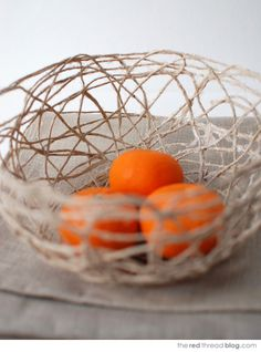 Make yourself a string bowl or two with my easy tutorial.  Click through for the tutorial...