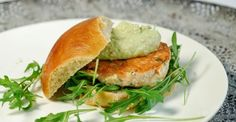 Eerst Koken: Zalmburgers met avocadomayonaise