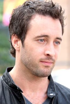 Alex O'Loughlin beautiful eyes! Not bad to look at either!!!