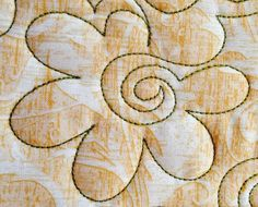 Nice free-motion quilting tutorial for spirals, flowers with spirals and more.  Rounded flower with spiral center machine quilting design  Source:  Quiltsocial