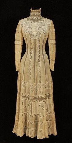 High neck tea gown with lace butterflies, early century. A tea gown is a woman's at-home dress for informal events which became popular around the mid century characterized by unstructured lines and light fabrics. 1900s Fashion, Edwardian Fashion, Vintage Fashion, Edwardian Clothing, Edwardian Dress, Edwardian Era, Vintage Clothing, Historical Clothing, Vintage Gowns