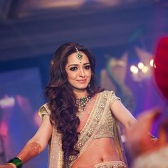 The bride in a pink and green Sabysachi lehenga at her Sangeet.