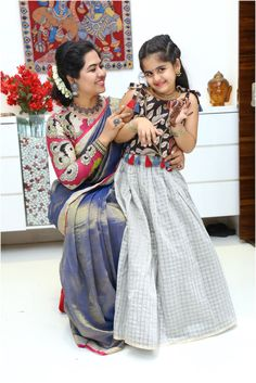 Kids and mother matching dresses - image - 🌷🌷💞anaga💘srinivas💞🌷🌷 - sharechat - funny, romantic, videos, shayaris, quotes Mommy Daughter Dresses, Mother Daughter Dresses Matching, Baby Girl Dresses, Mom Daughter, Kids Indian Wear, Kids Ethnic Wear, Kids Dress Wear, Kids Gown, Kids Wear