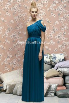 Shop our gorgeous collection of Lela Rose bridesmaid dresses and discover the ultimate combination of style and accessibility. Find the perfect Lela Rose gown from The Dessy Group! One Shoulder Bridesmaid Dresses, Navy Blue Bridesmaid Dresses, Junior Bridesmaid Dresses, Wedding Dresses, Dessy Bridesmaid, Party Dresses, Bridesmade Dresses, Bridesmaid Ideas, Pageant Dresses