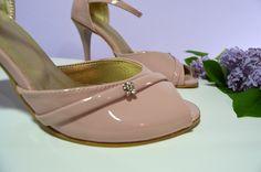 Růžovopůdrové svatební boty. Lakovky. Ružovopudrové svadobné topánky. svatební obuv, společenksá obuv, spoločenské topánky, topánky pre družičky, svadobné topánky, svadobná obuv, obuv na mieru, topánky podľa vlastného návrhu, pohodlné svatební boty, svatební lodičky, svatební boty se zdobením,topánky pre nevestu