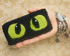 Toothless Crocheted iPhone 5, 5S Sleeve // How To Train Your Dragon iPhone Cozy // HTTYD Case