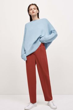 Theory Resort 2017 Fashion Show by estelle Fashion Week, Fashion 2017, Runway Fashion, Fashion Show, Fashion Outfits, Fashion Design, Fashion Trends, Fall Outfits, Mode Ulzzang