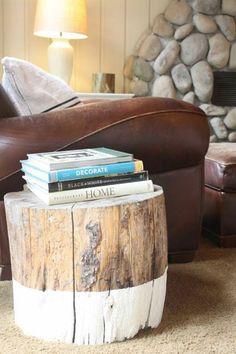 Décoration nature dans le salon - Petite table basse en tronc d'arbre