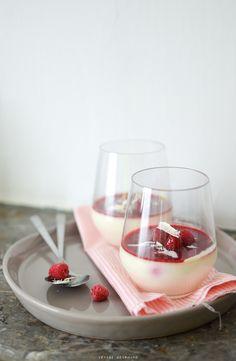 Panna cotta au chocolat blanc, rose et framboises Valentine's Day / St Valentin