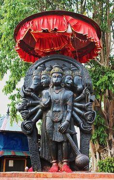 A five-headed panchamukha Hanuman icon. The other 4 faces ae early avatars. It is found in esoteric tantric traditions that weave Vaishvana and Shaiva ideas, and is relatively uncommon. Hanuman Photos, Jai Hanuman Images, Hanuman Ji Wallpapers, Hanuman Chalisa, Krishna, Lord Rama Images, Hindu Statues, Hindu Dharma, Religion