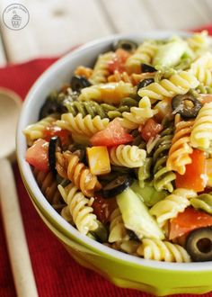 Easy Italian Pasta Salad - A perfect side dish for a summer potluck! We love this pasta salad with fried chicken.