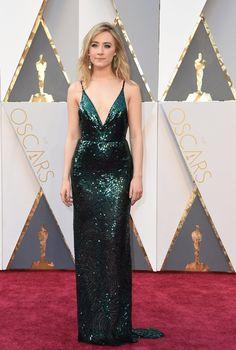 Pin for Later: La Vraie Raison Pour Laquelle Vos Stars Préférées Sont Si Belles Sur le Tapis Rouge  Saoirse Ronan aux Oscars 2016.