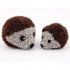 Hérissons avec des pompons en laine